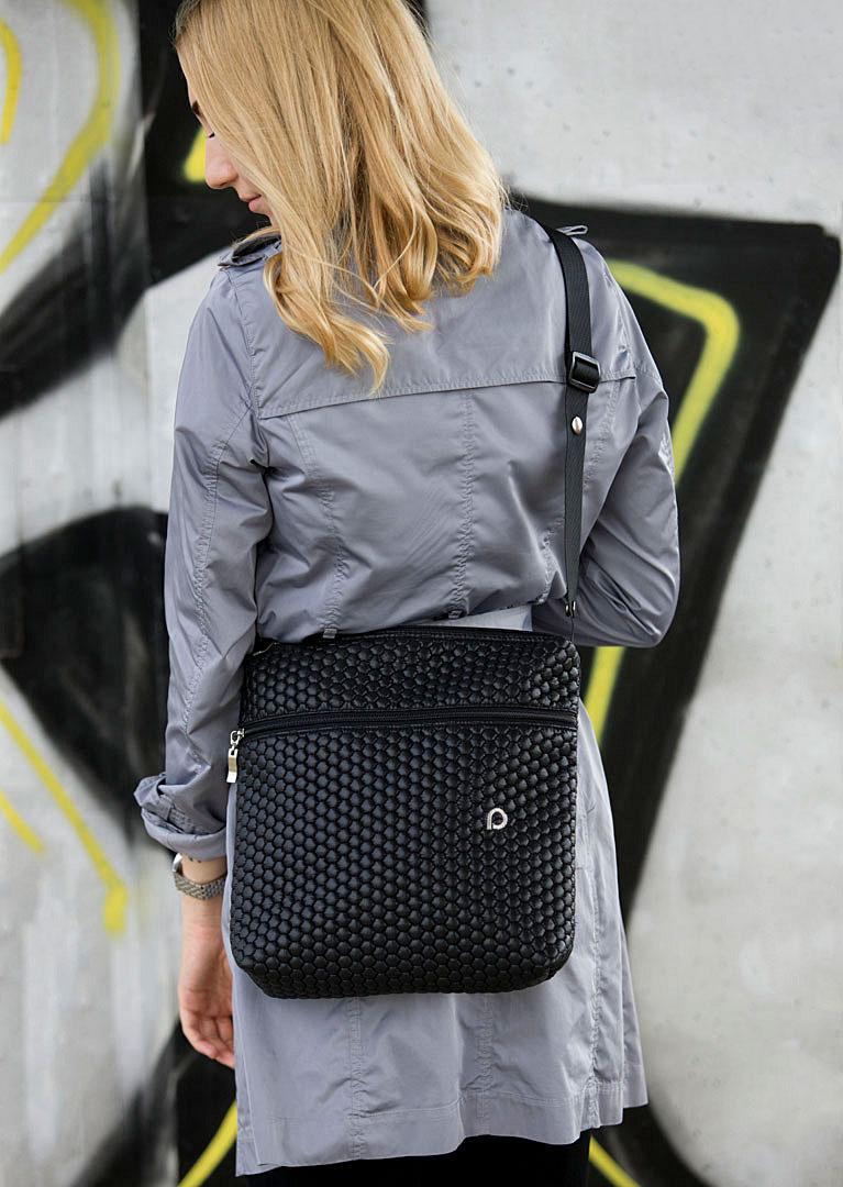 kliknutít zobrazíte maximální velikost obrázku malá taška Black Comb-crossbody