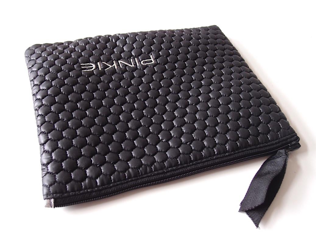 kliknutít zobrazíte maximální velikost obrázku kozmetická taštička Black Comb